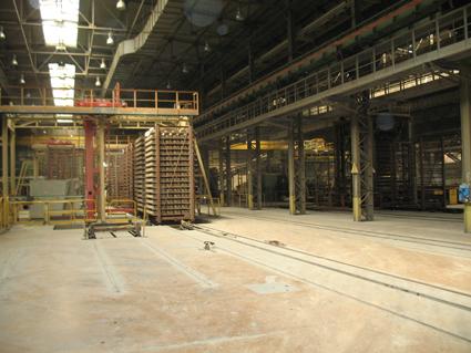 Цех керамического кирпича Старооскольского завода выпускает облицовочный керамический кирпич. Старооскольский кирпичный завод ОСМиБТ - один из крупнейших заводов в отрасли